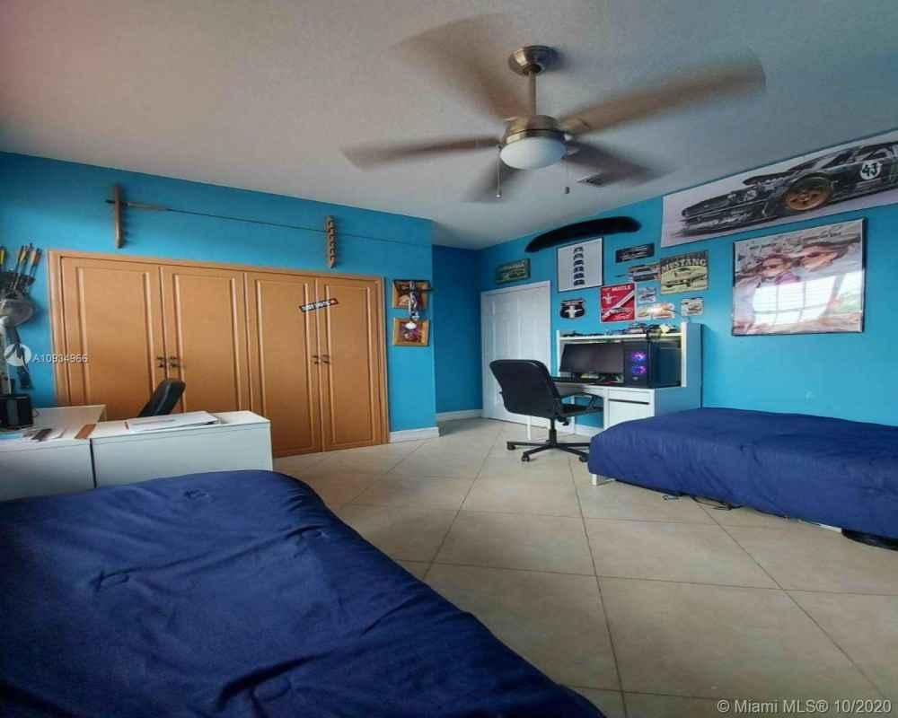 8971 NW 148th Ter, Miami Lakes, FL 33018